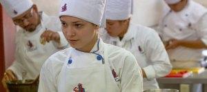 Alumnos en laboratorio de cocina