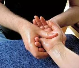1197px-massage-hand-4
