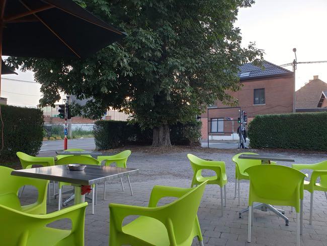 Excellent café à remettre à La Louvière avec terrasse et parking
