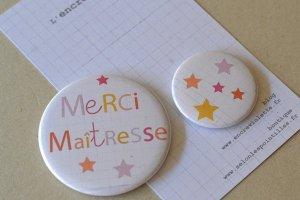 badges personnalisés à offrir à la maîtresse