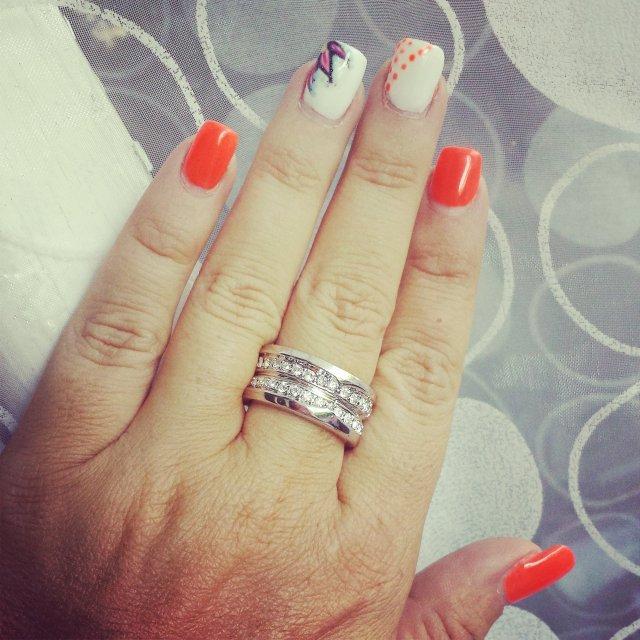 Montre-moi tes ongles orange fluo (juillet)