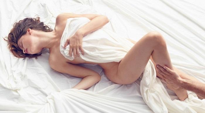 Laetitia Casta nue pour le parfum Nina Ricci