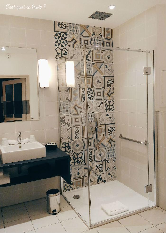 Une nuit à l'Hôtel Square Louvois à Paris : ma chambre Deluxe et sa douche