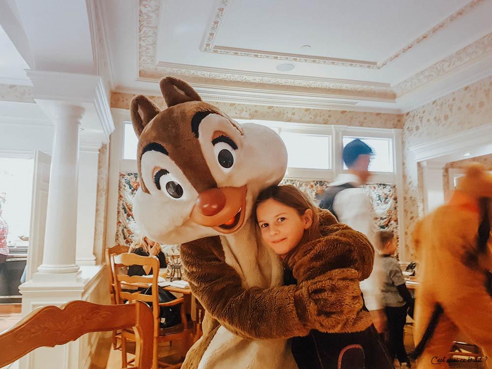 Disneyland Paris Buffet Inventions manger avec les personnages