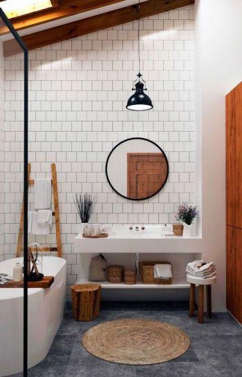 Verrière et carrelage dans salle de bain