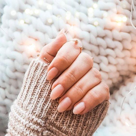 Manucure nude et rose : des ongles chic et choc