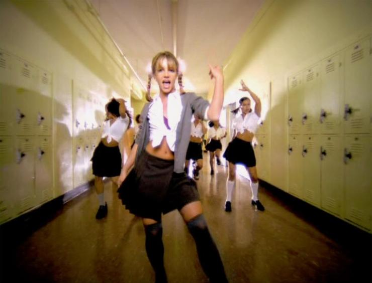 Britney Spears et son uniforme trop sexy