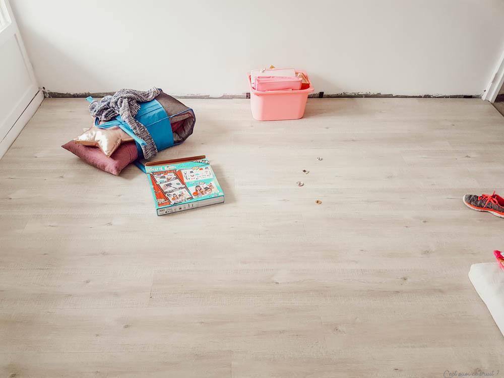 Relooker son intérieur en posant du sol stratifié Quick Step dans une chambre d'enfant