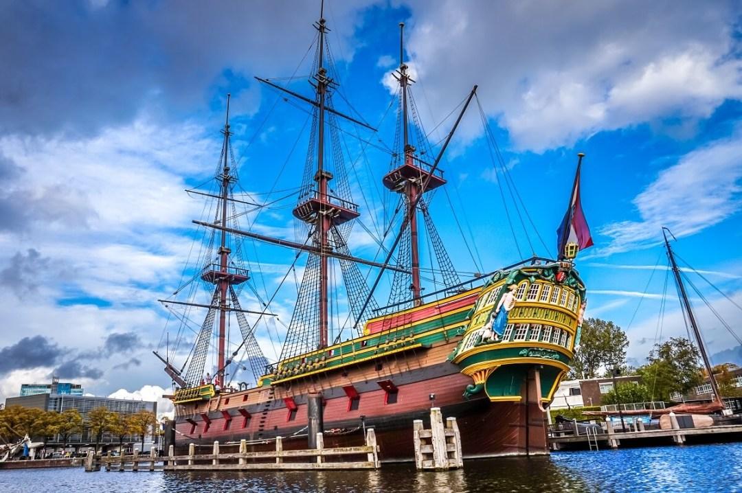 Visiter le musée de la Marine à Amsterdam en famille, réplique d'un vaiseeau