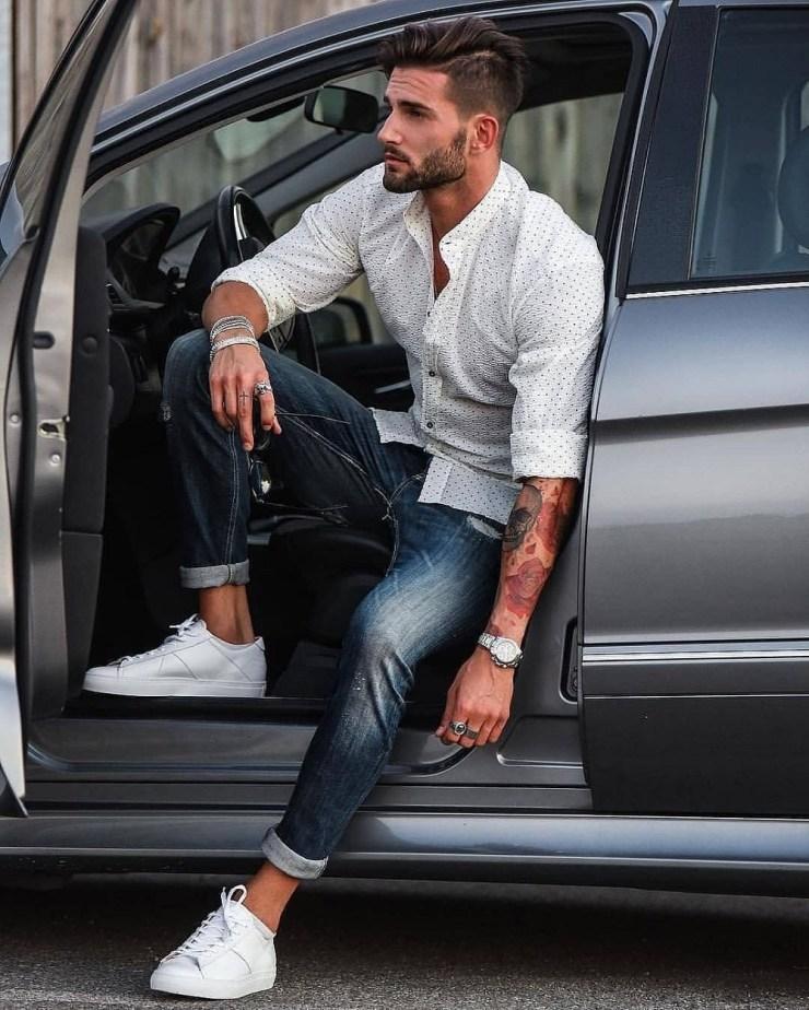 Look homme pour cet été avec des sneakers
