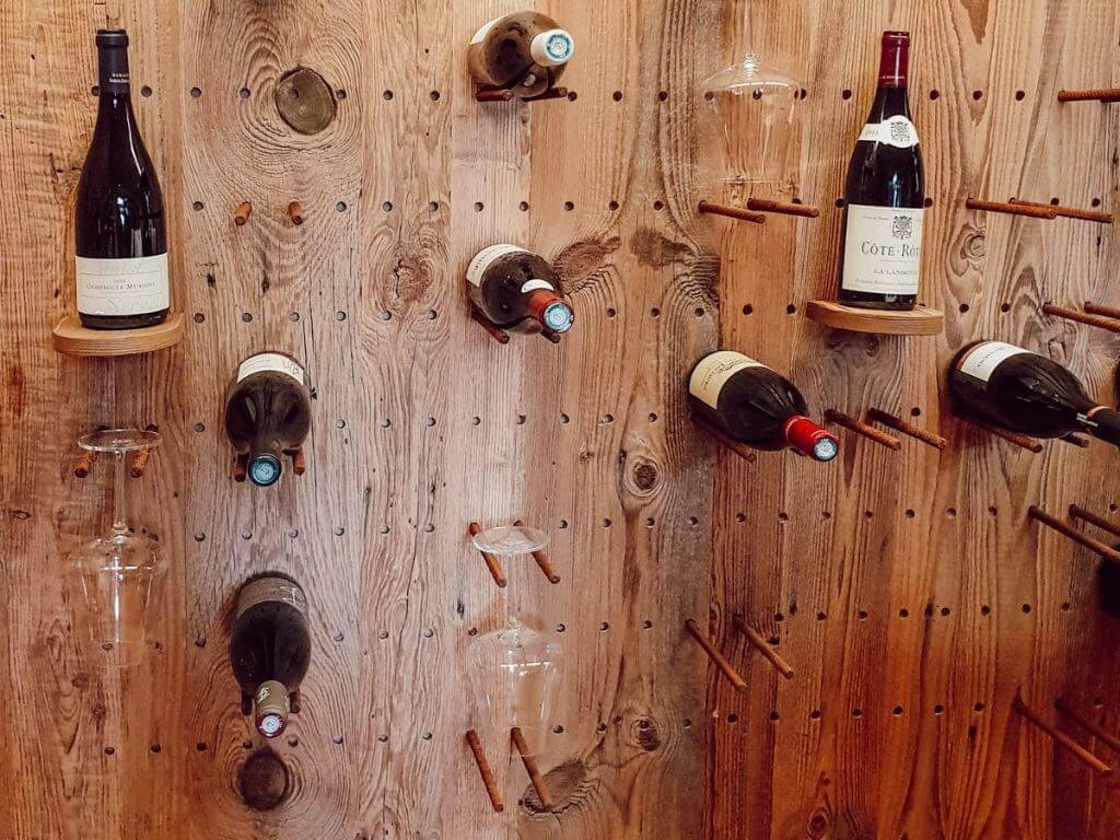 Cave à vin et dégustation La Table des Armaillis, restaurant gastronomique Les Arcades