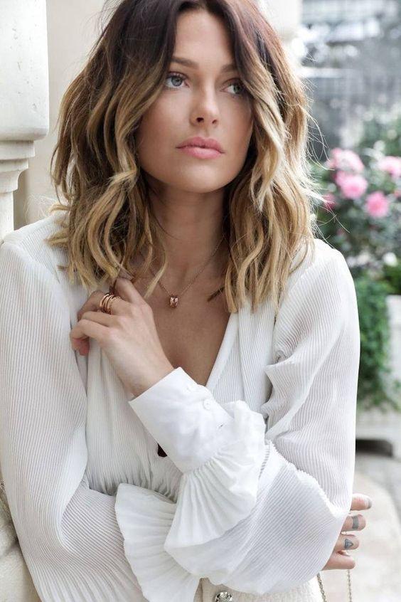 Le joli carré long wavy de Caroline Receveur #carré #wavy #coiffure #cheveux