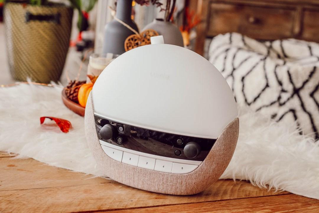 Réveil simulateur d'aube Lumie 700, pratique pour se réveiller naturellement en automne, même avec le changement d'heure