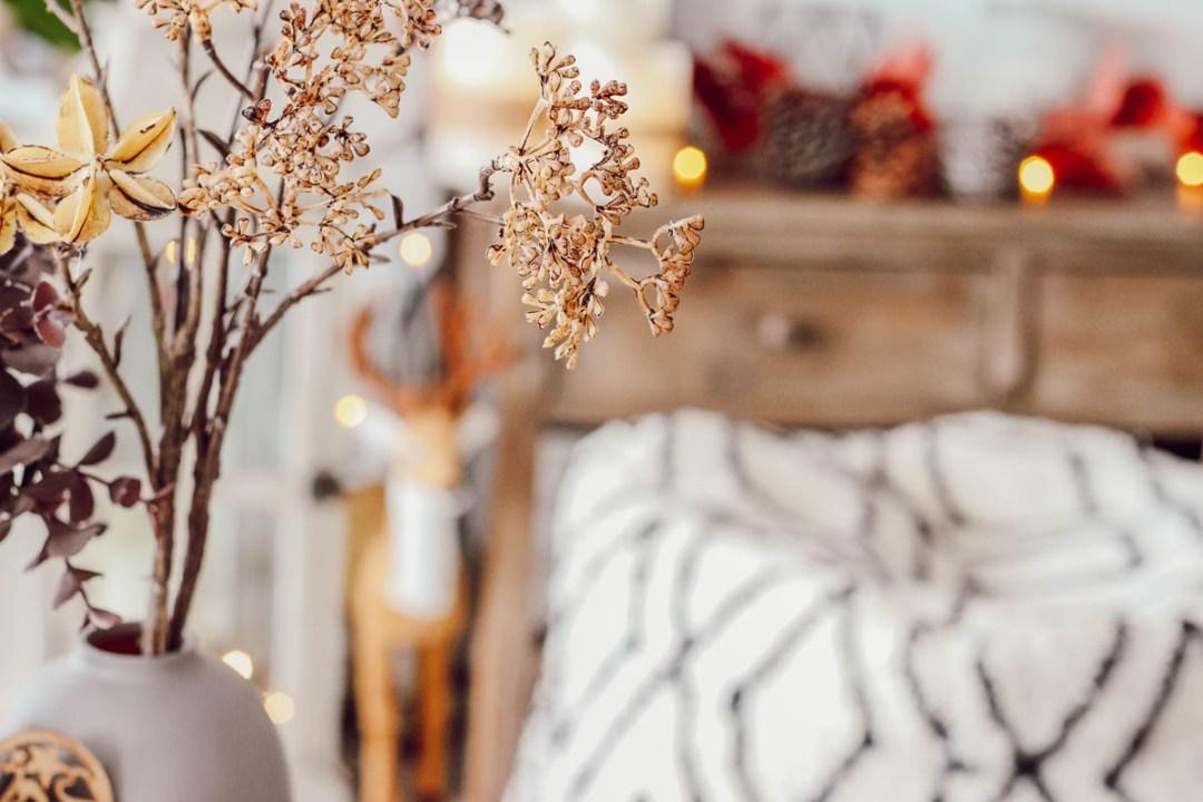 Décoration cosy pour l'automne, la guirlande lumineuse pour une ambiance hygge.