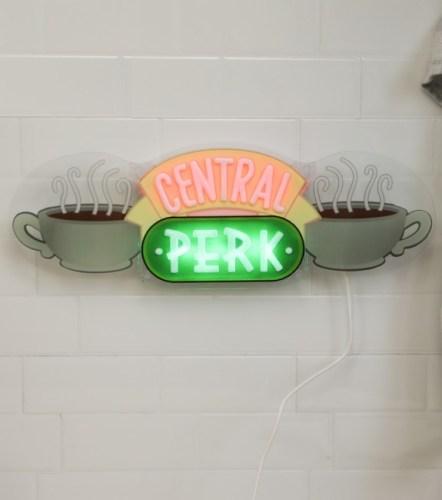 Le néon Central Perk de Friends, cadeau génial à offrir à Noël chez L'Avant Gardiste