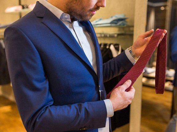 Offrir une cravate à un homme pour Noël