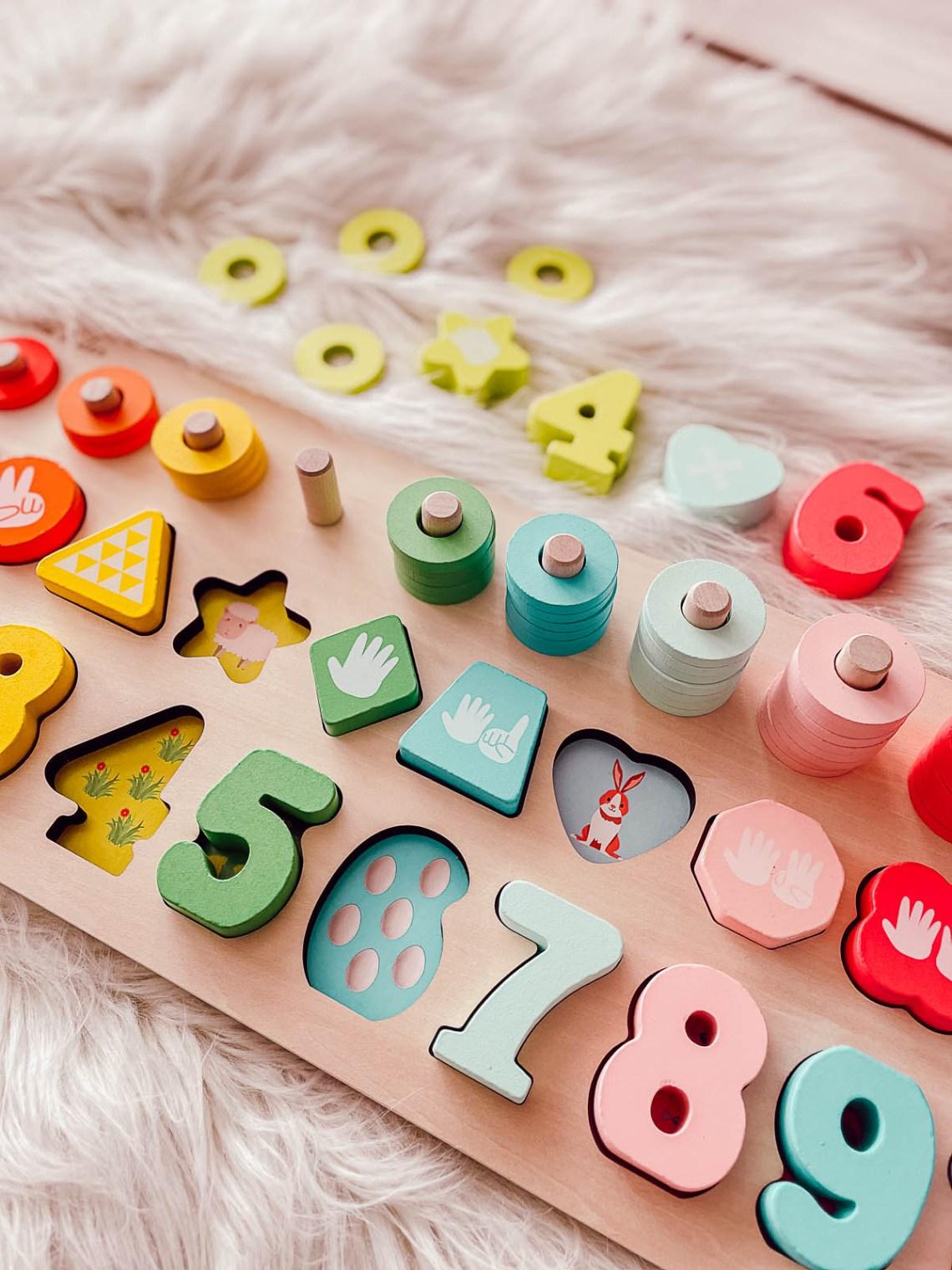 La playboard Max et Léa, jouet ludique inspiré par Montessori pour les enfants