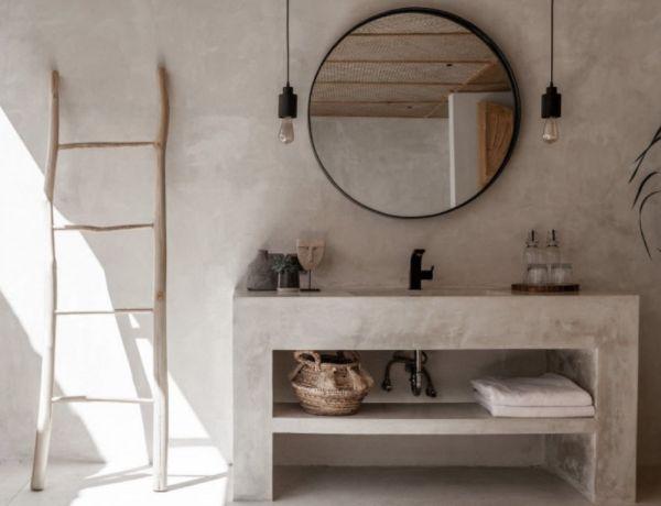 Salle de bain minimaliste avec du béton ciré