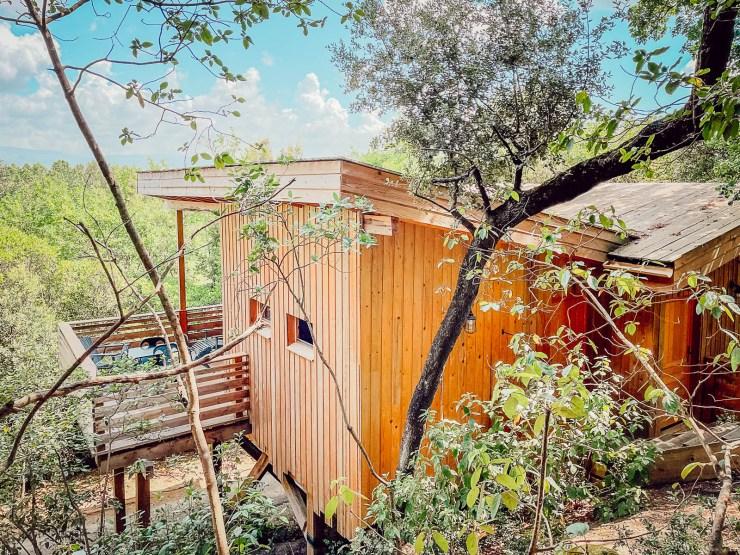 Dormir dans une cabane dans les bois