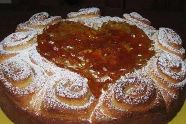TORTA CON CUORE DI CARAMELLO