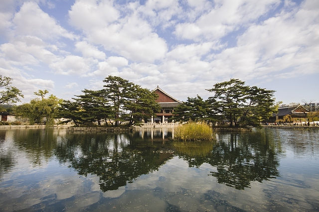 palace-building-seoul-south-korea