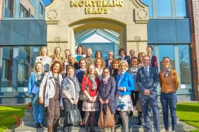 Gruppenbild vor Montblanc-Haus