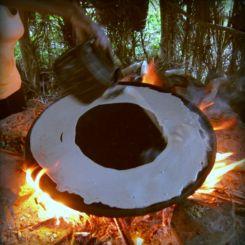 Über dem Feuer machen wir selber Injera