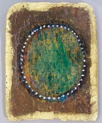 Vergoldetes Fundstück mit kleinem Grün.