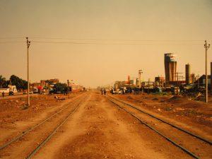 Al-Chartum Bahri ist grob durch die in Nord-Süd-Richtung verlaufende Eisenbahnlinie unterteilt.