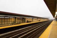 New York - Menschenleere Metro Station am Meer