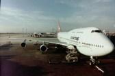 BKK - Unser riesiger Jumbo nach der Landung auf dem damaligen Flughafen von Bangkok, Don Mueang International Airport am späten Nachmittag