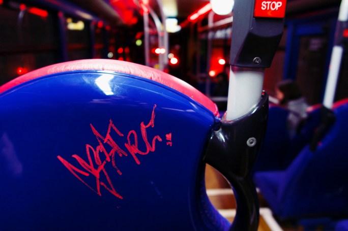 Reading, England - Abends hinten im Bus