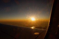 EW 772 Sonnenaufgang auf dem Flug früh morgens nach Prag