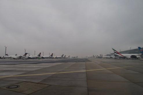 FRA - wartende Flugzeuge am Terminal 2