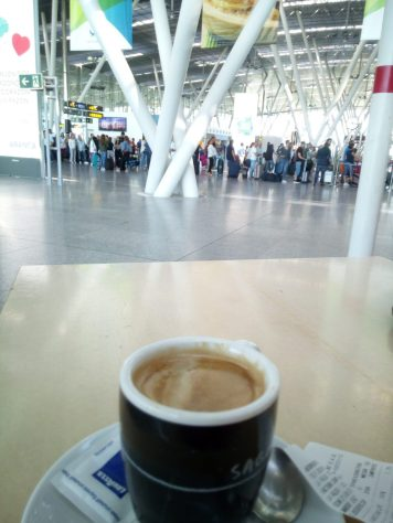 Ein Kaffee vor dem Abflug