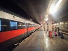 Venezia S. Lucia: Die Freccia bei der Abfahrt nach Verona