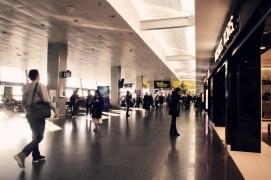 KBP - Shopping am Flughafen Kiew Borispol im Morgenlicht