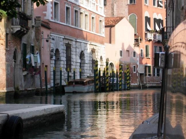 Venedig - Fahrt mit dem Wassertaxi durch die Kanäle