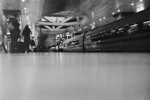 Frankfurt Flughafen Fernbahnhof, am Gleis