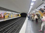 Paris, Charles de Gaulle–Étoile - Warten auf die Metro