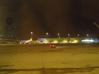 Nach der Landung rollt man noch ewig durch die Gegend: Hier beim Cargo-Terminal
