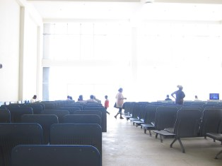 Die Wartehalle am Flughafen von Bahir Dar, Äthiopien