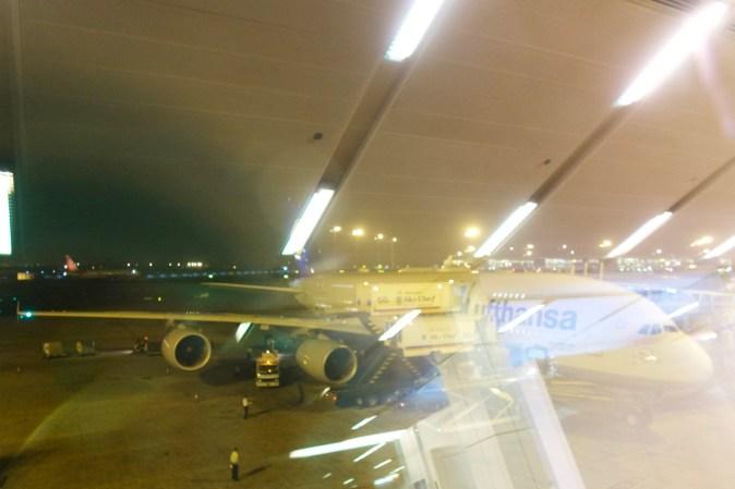 DEL - Unser Airbus 380 am Gate in Delhi