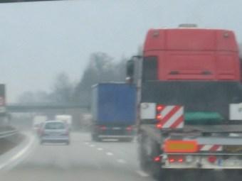 Deutschland - beim Überholen auf der Autobahn