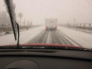 Im Winter bei glatter Fahrbahn