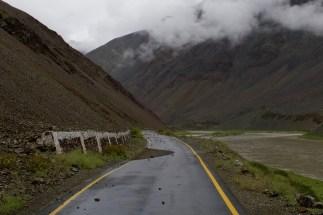 Ladakh, Indien - Steinschlag auf dem Weh zum Tso Moriri