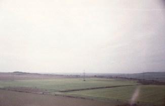 ICE 1537 - Zwischen Frankfurt und Berlin merkt man beim Blick aus dem Zugfenster sofort, wenn man in das Gebiet der ehemaligen DDR einreist: Die Felder werden riesig!