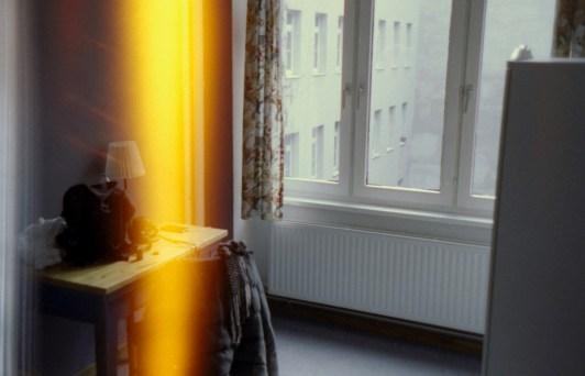 Berlin - Mein Einzelzimmer in einem Hostel mit light leak