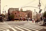 Mittags im Greenwich Village. Die Straßenszene wirkt etwas klassischer mit Retro-Filter