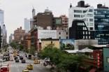 Blick auf die Straßen quer durch die ganze Stadt vom Highline Park in Chelsea